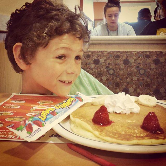 Birthday breakfast with daddy #kids #sobignow